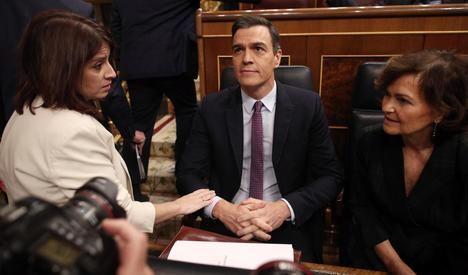 La cúpula del PSOE: Adriana Lastra, Pedro Sánchez y Carmen Calvo. (Foto: Europa Press).