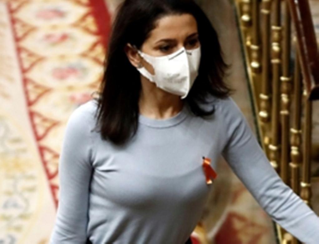 La presidenta de Ciudadanos, Inés Arrimadas, en el Congreso. (Foto: www.abc.es / EFE).