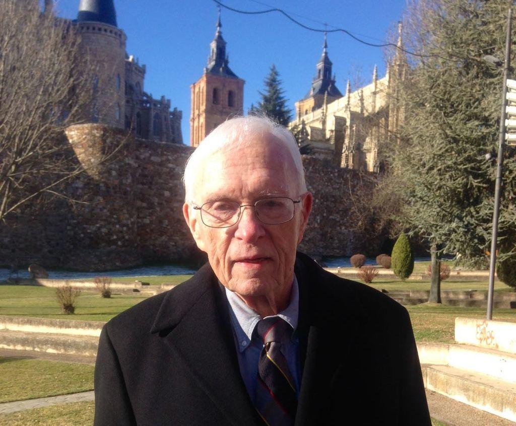 El historiador e hispanista Stanley G. Payne en Astorga (León)