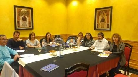 A la izquierda José Manuel Pérez Villar y Pedro Ramos Blanco. A la derecha Manuel Mitadiel y Natalia Vidal. Entre ellos, las madres