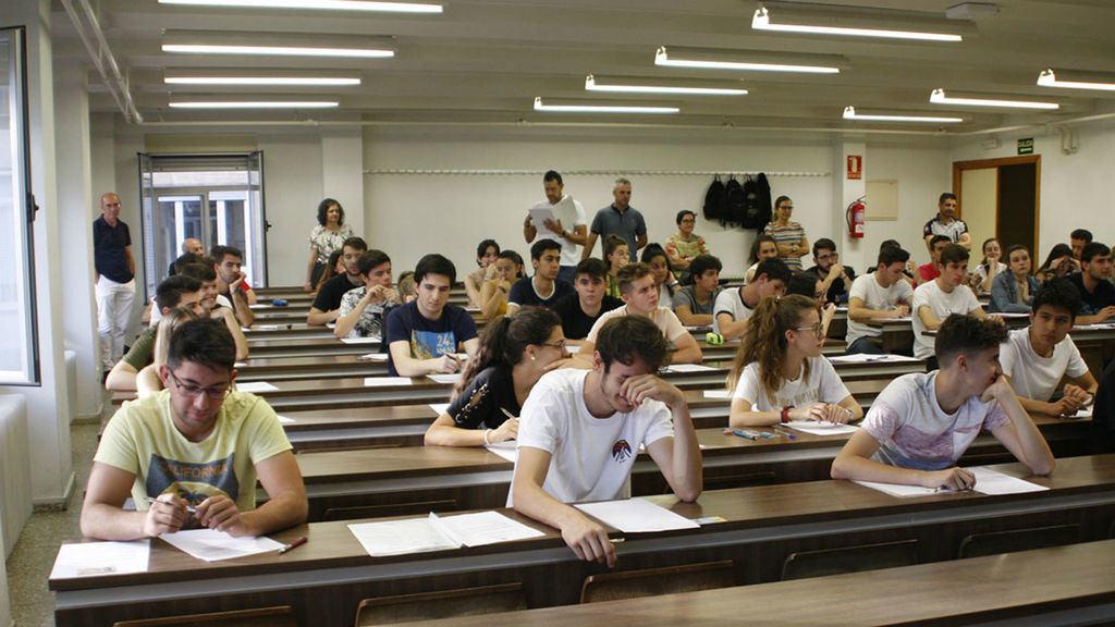 Alumnos españoles en clase. (Foto: RTVE)
