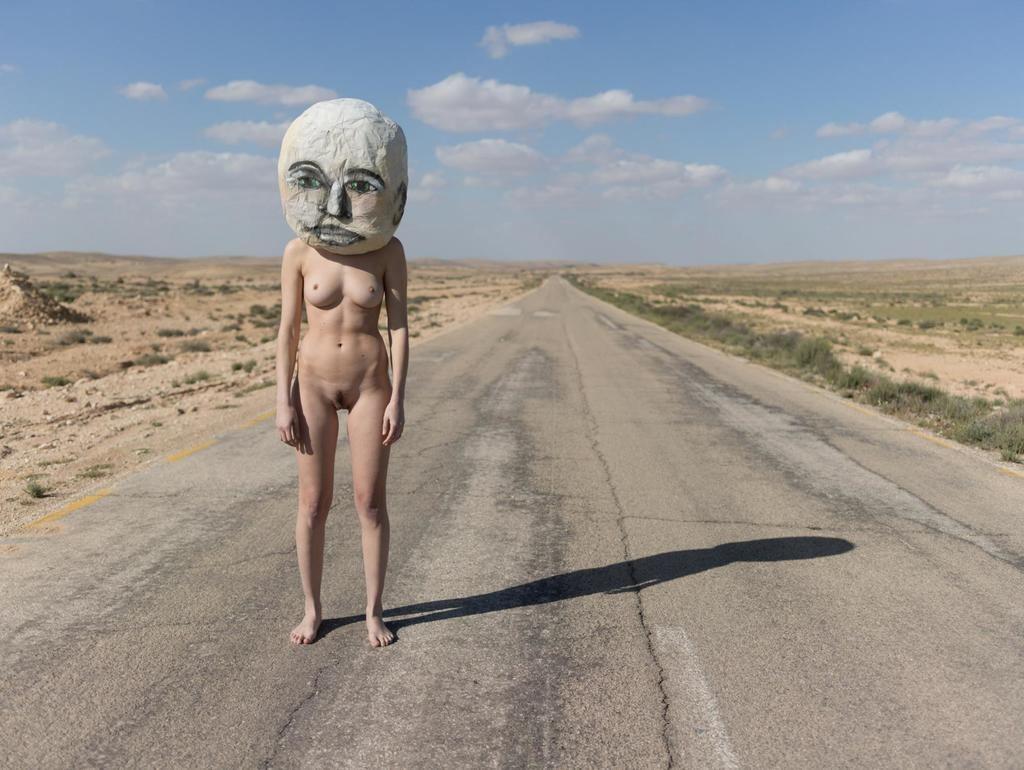 'Naked with Masks' por Ben Hoper. (CC) 2010-2018 Ben Hopper.
