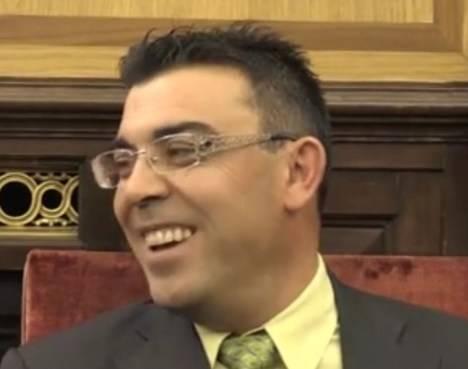 El concejal Pedro Llamas durante el pleno