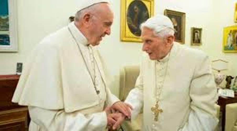 Los Papas Francisco y Benedicto XVI.