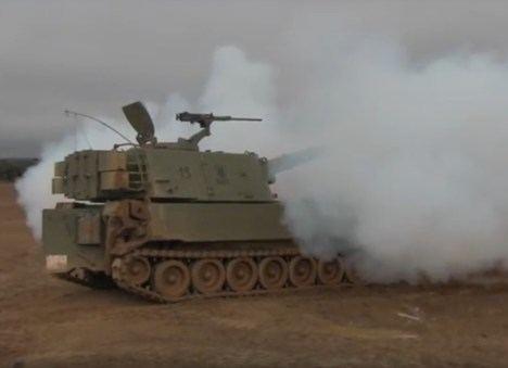 M-109 del Grupo de Artillería de Campaña ATP X en acción. (Fotograma: http://www.outono.net/)
