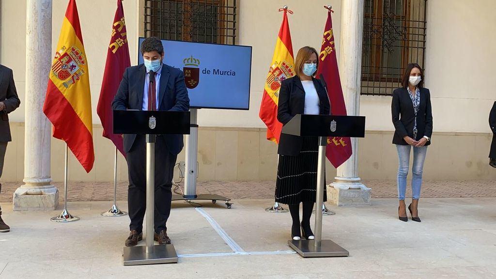 El presidente de la Comunidad de Murcia López Miras y su vicepresidenta Isabel Franco (ahora sí, ahora no) dan la puntilla a los señores Arrimadas y Sánchez. (Foto: www.laopiniondemurcia.es)