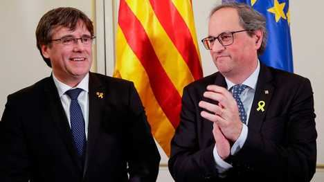 El expresidente de la Generalidad de Cataluña (huido) Carles Puigdemont y el presidente actual Quim Torra. (Foto: rtve.es)