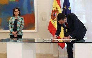El Presidente del Gobierno, Pedro Sánchez, firma la nueva Directiva de Defensa Nacional 2020 en presencia de la Ministra de Defensa Margarita Torres,
