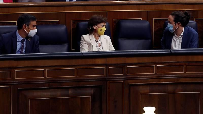 El presidente Sánchez y los vicepresidentes Calvo e Iglesias en el Congreso de los Diputados. (Foto: RTVE).