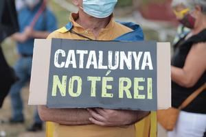 Cartel 'Catalunya no te rei' / Twitter Omnium Cultural (www.publico.es)