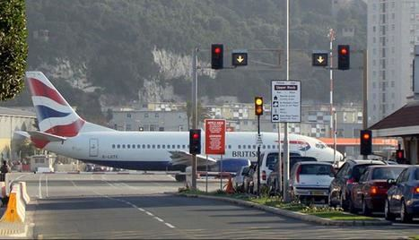 Gibraltar: el aeropuerto más extremo del mundo. (Foto y pie: www.peru.com)