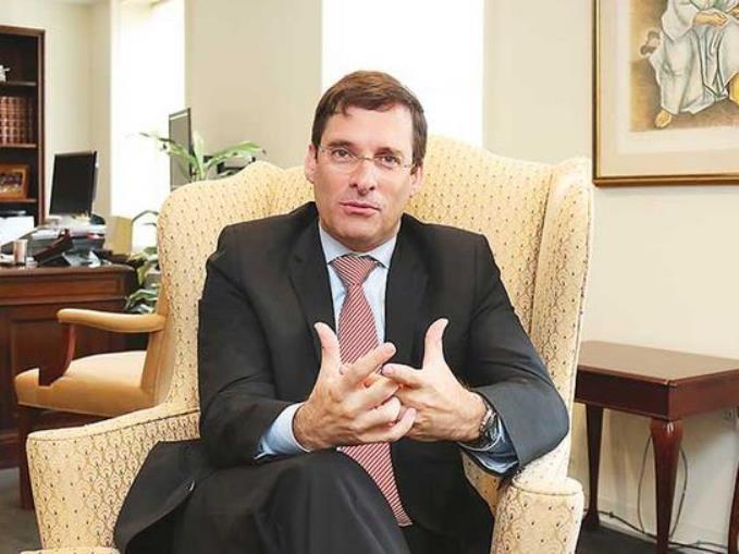 El diplomático y escritor Alejandro Estivill Castro