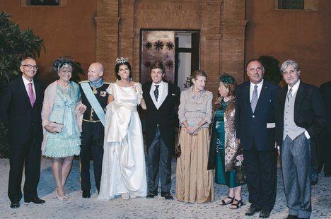 Los marqueses de Astorga en la boda de su hija Mencía (en la foto, a la derecha, el autor del artículo). (Foto del autor).