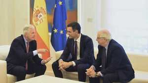 El jefe del Ejecutivo, Pedro Sánchez, y el ministro de Exteriores, Josep Borrell, durante la reunión con el jefe de la Negociación de la UE con el Reino Unido, Michel Barnier. EFE/FERNANDO VILLAR. (Texto y foto: RTVE).
