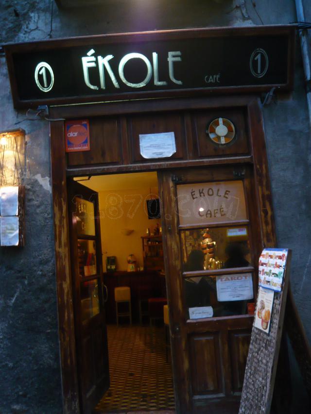 Café Ékole, algo más que un café; L'Ékole poetique, mucho más que poesía