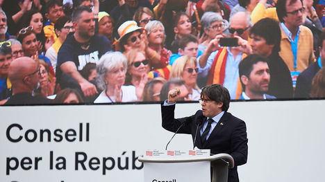 Puigdemont en la concentración de Perpiñán / www.ara.cat / David Borrat