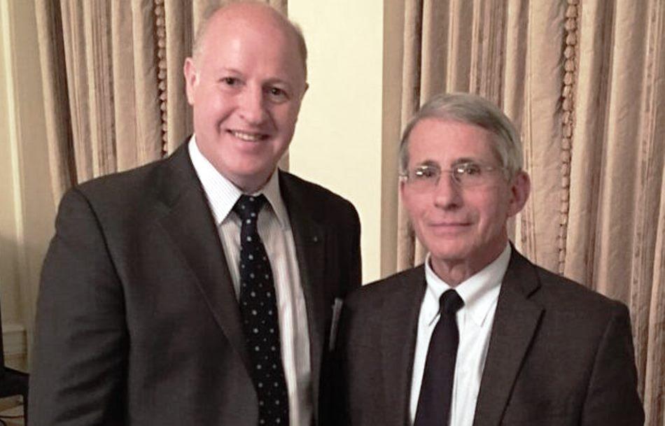Peter Daszak (izquierda) y su benefactor en el NIH Anthony Fauci. (Foto: https://nypost.com/2021/09/08/).