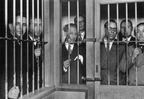 El Gobierno de la Generalidad en prisión (Lluis Companys en el centro) por el alzamiento de 1934. El Tribunal de Garantías Constitucionales de la República los condenó por rebelión militar el 6 de junio de 1935. (Foto de archivo).