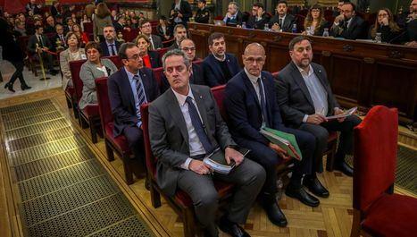 Primero por la derecha: Oriol Junqueras, presidente de ERC, en el banquillo del Tribunal Supremo durante el juicio que le ha condenado a 13 años de prisión por sedición y otros cargos.