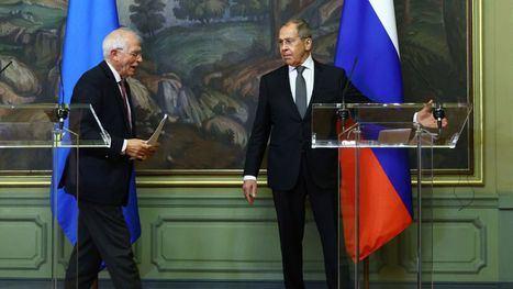 Josep Borrell (izquierda), y el ministro de Exteriores ruso, Serguéi Lavrov, relaciones de desconfianza Europa-Rusia. (Foto: EFE).