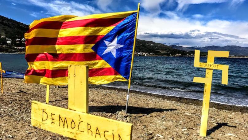 La auténtica cara del movimiento independentista catalán. (Ilustración de La Crítica sobre propaganda independentista)