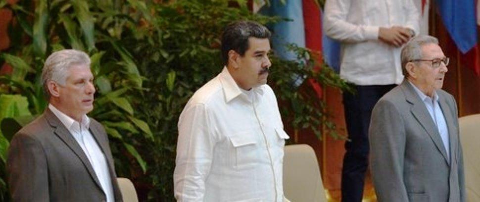 El presidente de Cuba, Miguel Díaz-Canel, Nicolás Maduro y  Raúl Castro durante el XXIV Foro de Sao Paulo, ayer 17 de julio en La Habana.
