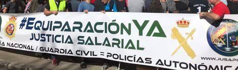Pancarta desplegada frente a la Delegación del Gobierno en León