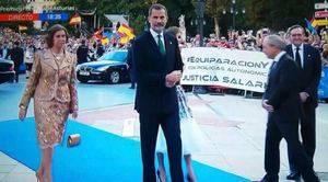 La Reina Doña Sofía y Su Majestad el Rey Felipe VI a su llegada al Teatro Campoamor de Oviedo