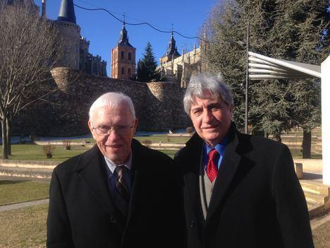 Los profesores Stanley G. Payne y Manuel Pastor durante su visita a Astorga en febrero de 2018.