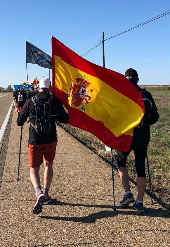 La columna que partió de Oviedo a su paso por tierras leonesas