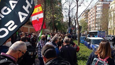 Agentes de Policía Nacional y Guardia Civil contra la arbitrariedad y politización de sus mandos, se manifiestan frente a la Dirección General de la Policía, en Madrid. (Foto: La Crítica)