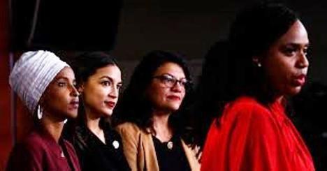 Las congresistas demócratas Omar, Pressley, Tlaib, y Ocasio-Cortez.  (Foto: Brendan Smialowski / AFP)