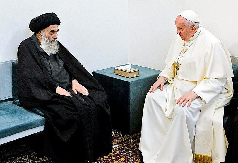 El Papa Francisco con el ayatolah Alí al-Sistani, en Irak. (Foto: https://atalayar.com/).