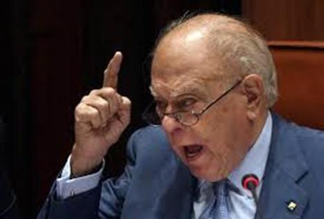Jordi Pujol abronca al Parlament en lugar de dar explicaciones...