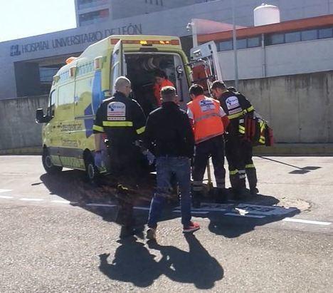 Llegada de Jesús Calleja al hospital de León. (Foto: La Crítica)