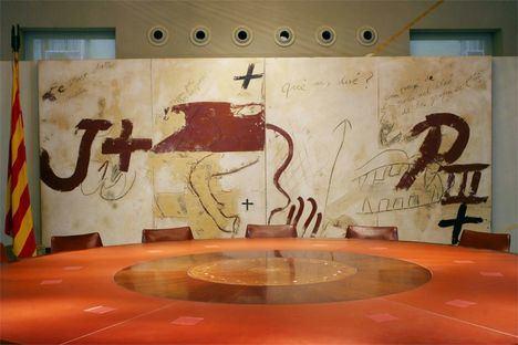 Mural de Tapies en la Generalitat de Cataluña. (Foto: Pinterest)