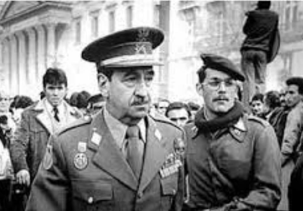 El General Armada en el exterior del Congreso de los Diputados.