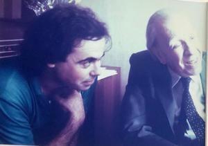El autor Carlos Cañeque con Jorge Luis Borges. (Foto del autor)