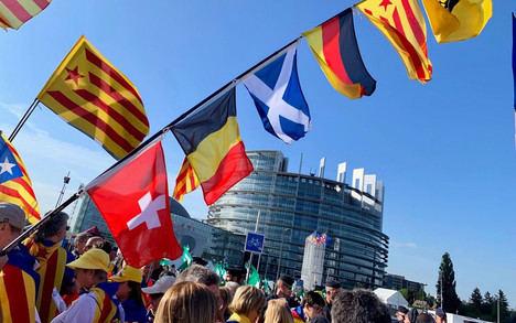 El independentismo se manifiesta ante el Parlamento Europeo (Catalunyapress)