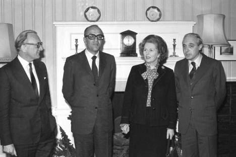 La ocasión perdida de Gibraltar. Reunión entre Leopoldo Calvo Sotelo y Margaret Thatcher, con Lord Carrington (izquierda) y José Pedro Perez-Llorca (derecha) en Londres, en 1982. (PA IMAGES PA / GETTY IMAGES)
