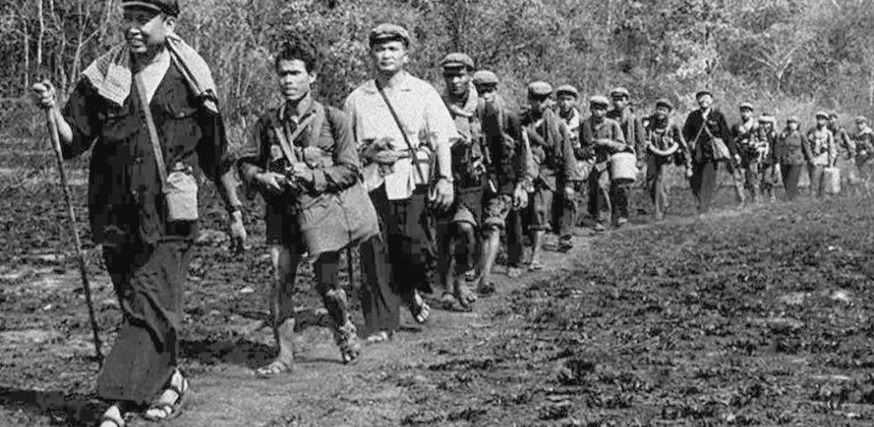 La sangrienta utopía comunista del genocida Pol Pot (Saloth Sar), amparado por China, redujo la población de su país, Camboya, de 7,3 millones a 6 en tres años (1975-1978).