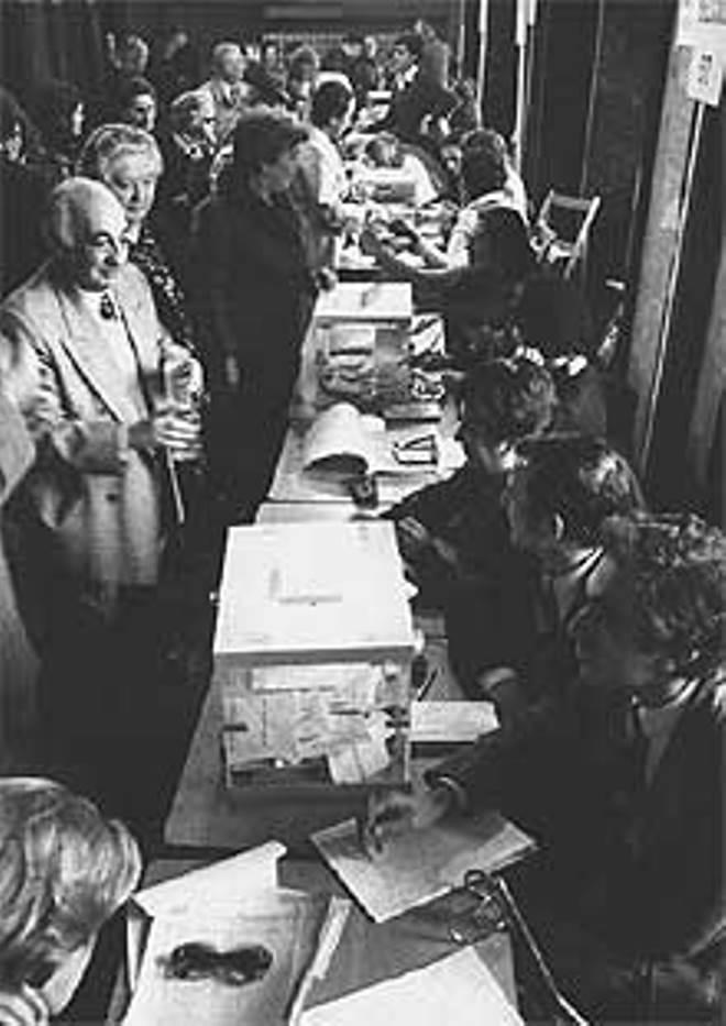 Referéndum de la Constitución el 6 de diciembre de 1978. (Foto: Chema García Conesa - El País)
