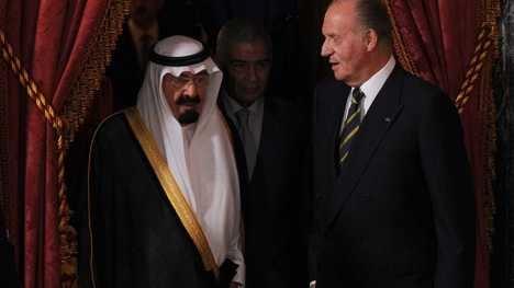 A la derecha, S.M. el Rey Juan Carlos I. (Foto: RTVE)