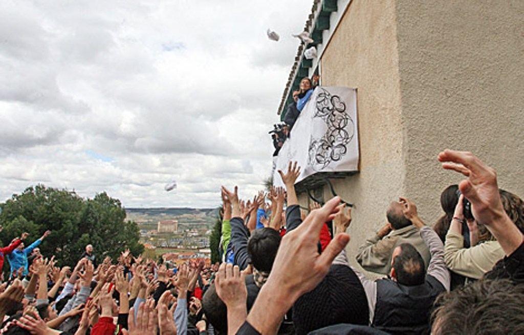 'Pedrea del pan y el quesillo', en la romería de Santo Toribio, en Palencia. (Foto del autor).