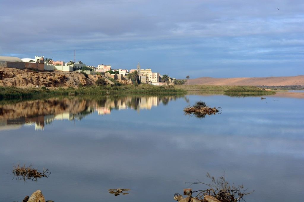 El río Saguia el Hamra a su paso por el Aaiún. (Foto: https://www.tubqalmarruecos.com/).