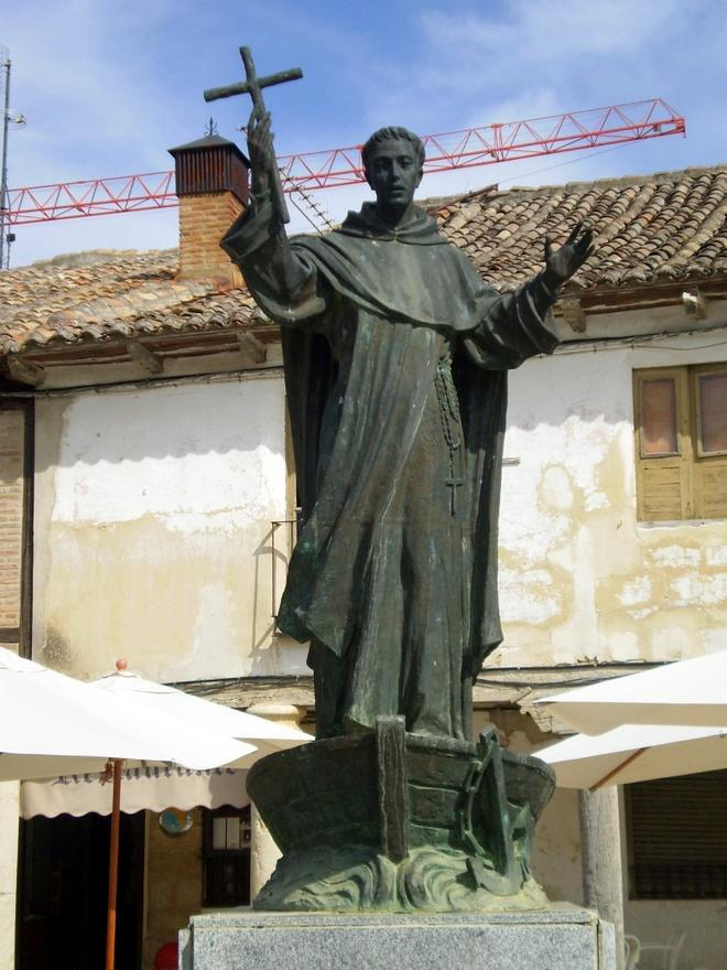 Estatua de San Telmo en Frómista.