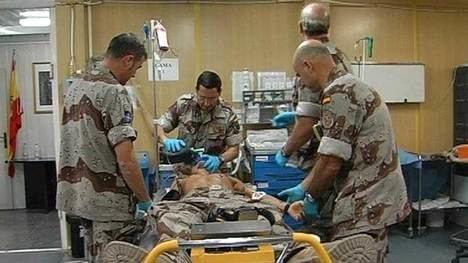 Médicos militares españoles en acción. (Foto: RTVE)