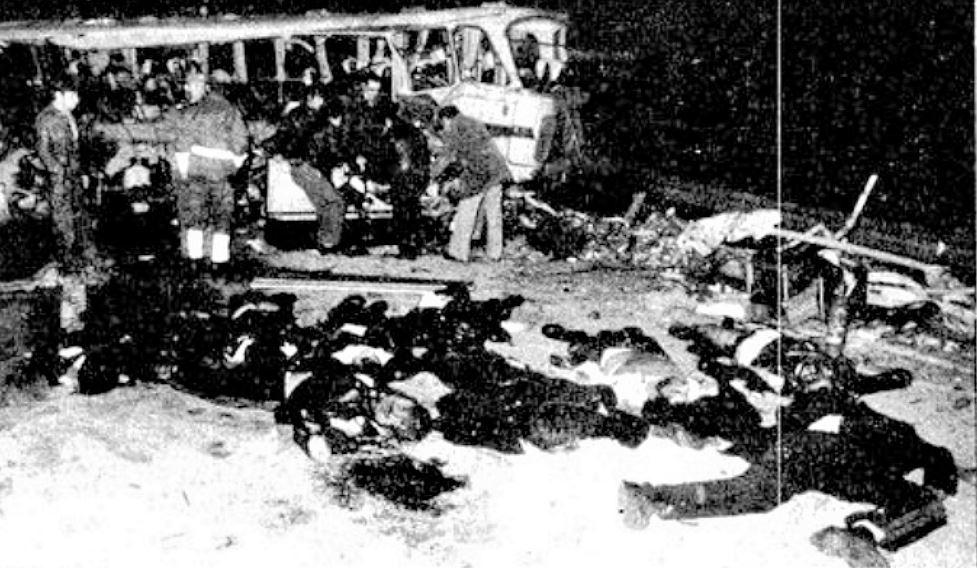 Fotografía del trágico accidente que sesgó la vida de los 23 infantes de Marina de El Ferrol, a la altura de San Miguel de las Dueñas (León)..