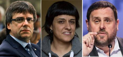 El presidente catalán Carlos Puigdemont, la diputada de CUP Anna Gabriel y el vicepresidente Oriol Junqueras. (Foto: El Periódico)