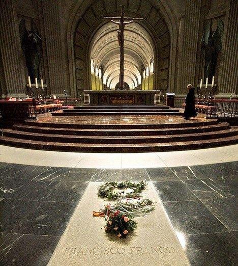 Tumba de Francisco Franco en la Basílica del Valle de los Caídos (Madrid)